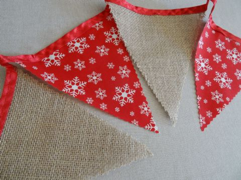 BUNTING Christmas -  Hessian & Cream Snowflakes on Red Ribbon - 3m/10ft -15 flags (single-sided)
